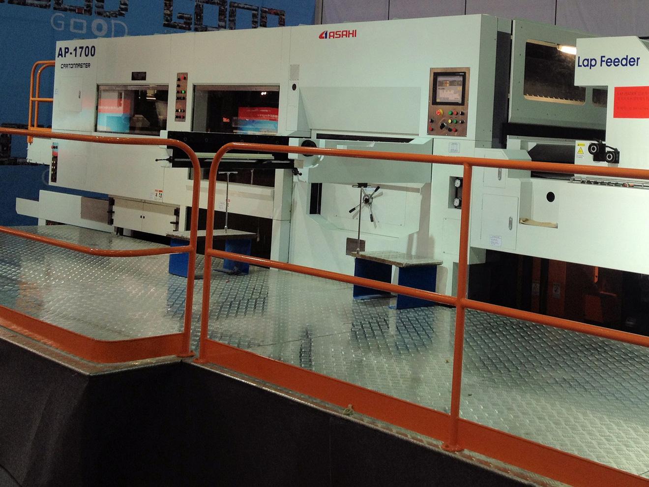 Плосковысекательный автомат  AP-1700
